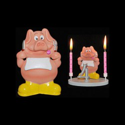 Le cochon a table pour anniversaire