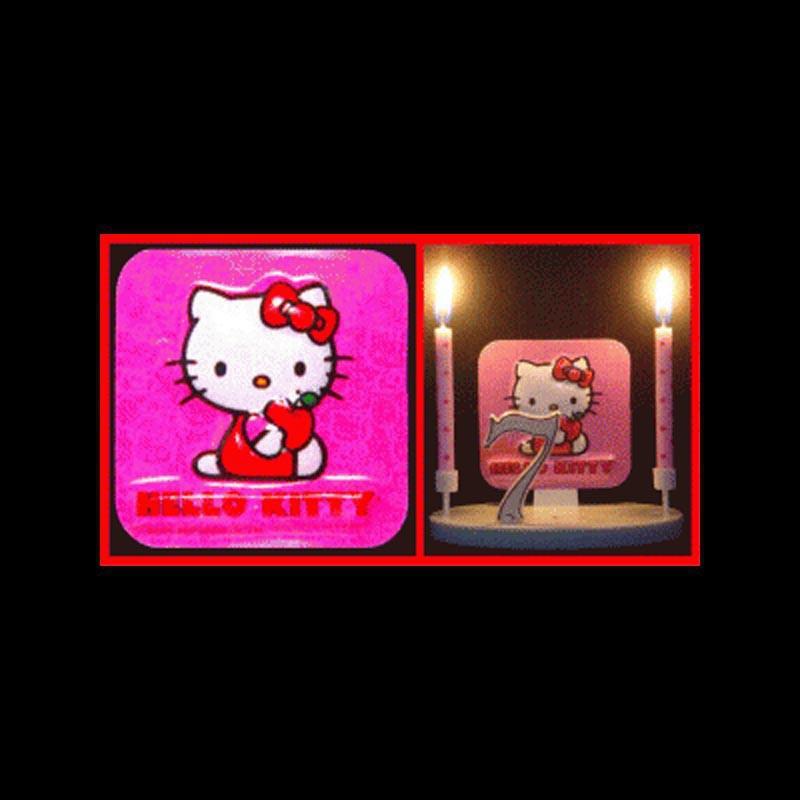 Hello Kitty mange une poMme